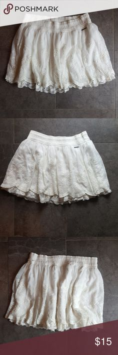 Abercrombie & Fitch Off white lace mini skirt M Abercrombie & Fitch Off white lace mini skirt M, beautiful lined. Abercrombie & Fitch Skirts Mini