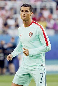 i love cristiano ronaldo: Photo Cristiano Ronaldo Juventus, Cr7 Ronaldo, Good Soccer Players, Best Football Players, Messi Vs, Lionel Messi, Real Madrid, Portugal Soccer, We Are The Champions