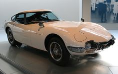 Toyota 2000 GT I always liked this car better than the Nissan/Datsun sports car. Classic Japanese Cars, Japanese Sports Cars, Classic Cars, Toyota 2000gt, James Bond, Truck Wheels, Import Cars, Japan Cars, Transporter