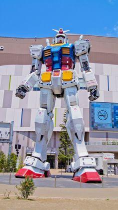 18-metrowy robot model Mobile Suit Gundam RG 1/1 RX-78-2 Ver. GFT zbudowany został w skali 1:1 i stoi na straży Diver City w Tokio.