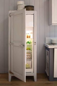 La modernità incontra il passato in questa versione shabby chic reinterpretata da Arrex. Un frigorifero di ultima generazione inserito in una ghiacciaia d'altri tempi.