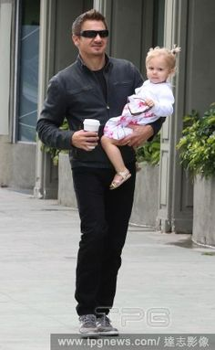 Photo of Jeremy Renner & his  Daughter  Ava Berlin