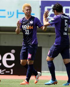 [ J1:第13節 広島 vs 清水 ] 0-0で迎えた14分、ホームの広島は塩谷司(写真)のゴールで先制に成功する。塩谷は今季5点目のゴールとなり、『2014FIFAワールドカップ ブラジル大会』の日本代表メンバー選出に向けてアピールした。 タグ:塩谷司  2014年5月10日(土):エディオンスタジアム広島
