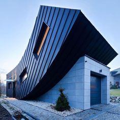Arquitectura juguetona en Polonia inteligente expansión hacia el cielo