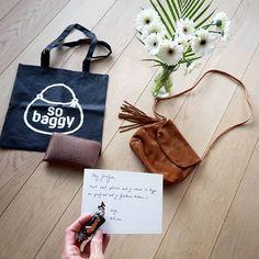 Voor leuke handtassen & accessoires vind ik altijd mijn goesting bij @sobaggy. Ik koos bewust voor een vrij kleine tas (om te vermijden dat ik ze volstouw met rommel 😉) in mijn lievelingskleur cognac, in superzacht daim met een boho flosjke eraan. En bij een nieuwe tas hoort een verse portefeuille, nietwaar? Zo blij met mijn nieuwe spulletjes! ❤😊👜👛 #pieces #burkely #sobaggy