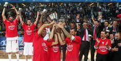 Oπως τελείωσε το Φάιναλ Φορ στην Κωνσταντινούπολη πέρυσι, τουτέστιν με τον αγώνα ΤΣΣΚΑ Μόσχας-Ολυμπιακός, έτσι θα αρχίσει και η εφετινή διοργάνωση στη βρετανική πρωτεύουσα. Με διαφορετικούς προπονητές και για τις δύο ομάδες, ο πρωταθλητής Ελλάδας και η πρωταθλήτρια Ρωσίας «διασταυρώνουν τ Champion, Baseball, My Love, Sports, Greece, Basket, Places, Baby, Baseball Promposals