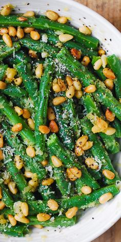 Green Beans with Pine Nuts is an easy and healthy recipe that will make a great side dish for any main course! It's a perfect and delicious way to add something green and healthy for your dinner! salad green Green Beans with Pine Nuts Vegetarian Side Dishes, Veggie Side Dishes, Healthy Side Dishes, Vegetable Sides, Side Dishes Easy, Recipes With Beans Healthy, Green Vegetable Recipes, Side Dishes For Salmon, Healthy Sides