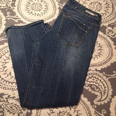 Express boot cut jeans 💟 Size 8s. These were barely worn and in great condition. No trades or holds also please use the offer button because i hate discussing price in the comments. Thank you happy poshing 💟 Express Pants Boot Cut & Flare