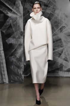Super long sleves Jil Sander Fall 2016 Ready to Wear Collection #avantgarde  #design #aw16