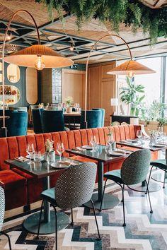 Orange and blue decor. Restaurant Madrid, Concept Restaurant, Orange Restaurant, Greens Restaurant, Hotel Restaurant, Orange Cafe, Blue Cafe, Resturant Interior, Orange Furniture