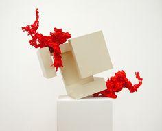 Angelika Arendt ~ epigonal, 2007 ~ Holz, Lack, PU-Schaum, diverse Materialien