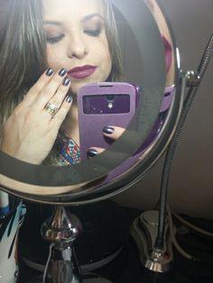 """Make up do dia! Batom combinando com as unhas! Adoro esse tom...  Esse batom é  o Fashion Revival da MAC que foi amor a primeira vista. O esmalte é o Fashionable também da canadense MAC.  Os esmaltes estão com tabela nova de preços, de R$59 por R$39! Corre pra adquirir a mais nova coleção de esmaltes que está um """"must have""""!  #blogcharmecharmosa #blogger #blog #blogueirasdobrasil #make #makeup #makeupideias #maquiagem #eumaquio #mua #makeupartist #eyeliner #brush #makeuptrends #smokyeyes…"""