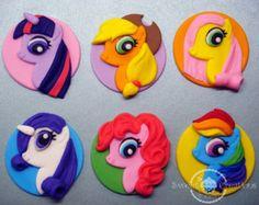 fondant edible My Little Pony Inspired Cupcake Toppers Bolo My Little Pony, Festa Do My Little Pony, My Little Pony Cupcakes, My Little Pony Birthday, Fondant Cupcake Toppers, Cupcake Cakes, Mary Moon, Edible Glue, Little Poni
