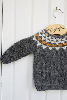 triangle sweater - Pickles