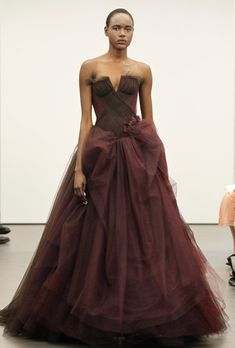 Vera Wang Wedding Dresses 2013 – A Symphony in Scarlet