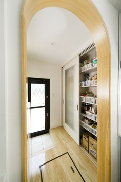 勝手口付きのパントリー Vinyl Garage Flooring, Tiny House Design, Woodworking Wood, Kitchen Interior, Pantry, My House, Sweet Home, Entryway, Storage