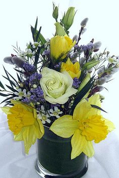 The ftd colors abound bouquet uses roses and hydrangea to send a the ftd colors abound bouquet uses roses and hydrangea to send a flower arrangement blooming in eye catching color bright yellow roses fuchsia mi mightylinksfo Gallery