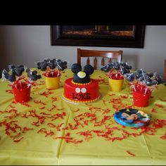 Mickey Mouse birthday cake and cake pops