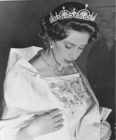 The Lotus tiara was later passed from Queen Elizabeth to her younger sister, Princess Margaret, who wore it frequently in the earlier part of her life. Prinz Philip, Prinz William, Windsor, Royal Life, Royal House, Royal Princess, Lady Diana, Margaret Rose, Queen Elizabeth
