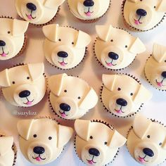 My tutorial for decorating cat cupcakes and dog cupcakes. This DIY cupcake decorating tutorial cat and dog cupcakes are made with marshmallow fondant. Cupcakes Design, Cupcakes Chat, Easy Fondant Cupcakes, Fondant Dog, Cookies Cupcake, Fondant Cupcake Toppers, Themed Cupcakes, Diy Cupcake, Cupcake Cakes