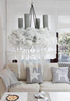 Weihnachtsdeko in Grau und Weiß für eine luftige Atmosphäre