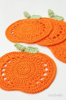 Crochet Pumpkin Coasters by Anabelia Craft Design Crochet Kitchen, Crochet Home, Crochet Gifts, Free Crochet, Crochet Things, Crochet Coaster Pattern, Crochet Fall Coasters, Crochet Fall Decor, Crochet Pumpkin Pattern