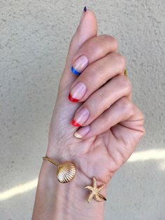 Discover how to get the rainbow French manicure in four easy steps. #beautyblog #nails #uñas #rainbownails #uñasarcoiris #nailtrends #uñastendencia #tendenciasuñas Essie, Gemstone Rings, Pink, How To Get, Gemstones, Nails, Beauty, Trends, Nails At Home