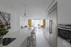 스웨그 넘치는 가족의_남양주 별내 효성 헤링턴코트 35평형 아파트 인테리어 [옐로플라스틱/yellowplastic/옐로우플라스틱] : 네이버 블로그 Modern Interior, Interior Design, Kitchen, Table, Furniture, Home Decor, Modern Interiors, Interior, House