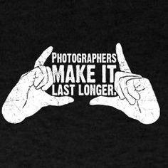 Op welke manier kun je nu beter een herinnering vastleggen dan op foto? Hoe leuk is het wel niet om foto's van je grootouders in hun jonge jaren te zien. Respect voor fotografen !