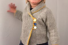 Sunny Day Toddler Sweater Up to 18 Months por sweetKM en Etsy Knitting For Kids, Knitting Yarn, Baby Knitting, Knitting Patterns, Mode Crochet, Crochet Baby, Knit Crochet, Toddler Sweater, Baby Coat