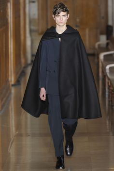 See the complete Lemaire Fall 2016 Menswear collection.