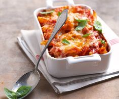 Our Penne Pasta Bake couldn& be any easier to make. All you need are four simple ingredients - penne pasta, CLASSICO Pasta Sauce, mozzarella cheese and Parmesan cheese. Why wait? Try it tonight. Kraft Foods, Kraft Recipes, Pasta Recipes, Baked Penne Pasta, Pasta Bake, Supper Recipes, Snack Recipes, Classico Pasta Sauce, Food Porn