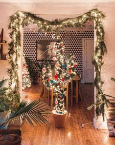 Diy christmas tree 282882420331837048 - DIY: Cactus Christmas Tree Source by Western Christmas Tree, Cactus Christmas Trees, Diy Christmas Tree Topper, Bohemian Christmas, Cowboy Christmas, Country Christmas, Christmas Home, White Christmas, Christmas Tree Decorations