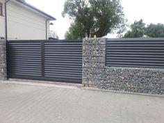 Nowoczesne ogrodzenia aluminiowe House Fence Design, Modern Fence Design, Door Gate Design, Front Yard Design, Front Yard Fence, Modern Driveway, Tor Design, Metal Garden Gates, Gabion Wall