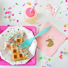 Set a magical table with these fancy unicorn napkins! • 5″ square 3-ply beverage napkins• Foil stamped with metallic gold foil• Set contains 25 napkins