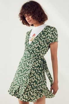 15 Green Floral Pieces To Buy For Spring