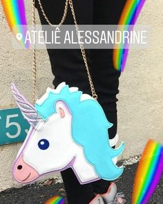 "50 curtidas, 2 comentários - Moda Feminina (@atelie_alessandrine) no Instagram: ""CHEGOOOOOUUUU.... BOLSA LINDA UNICÓRNIO   ️COMPRE online www.ateliealessandrine.com.br"""