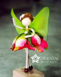 She is a rose princess dressed in red rose petals with green fairy wings And she has no face. Do you know the story of no-face doll? You can read more here: Fairy Crafts, Felt Fairy, Clothespin Dolls, Fairy Wings, Paperclay, Flower Fairies, Fairy Dolls, Felt Dolls, Diy Doll