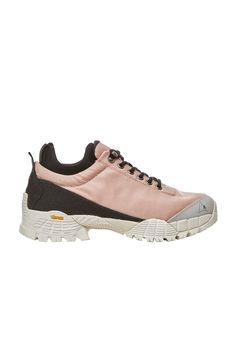 Classic hiking boot with a lower cut, in a ballet pink.