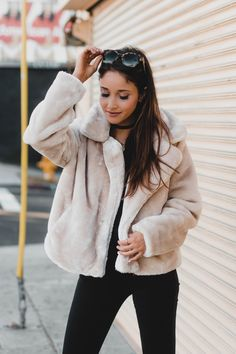 @jamialix | JAMIALIX.COM | 5 must-have jackets for cold weather, fashion blog post, outfit ideas, what to wear, cute jackets, street style, fashion blogger, style blogger, personal style, ootd, look of the day, fashion trends, who what wear oversized faux fur coat
