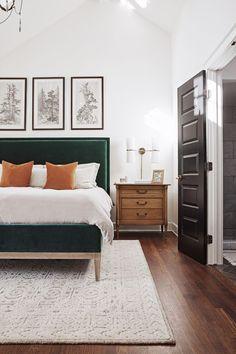 Beautifully Simple Bedroom Design and Decor Ideas. Plants in your bedroom. Cozy bedroom ideas that will not clutter your room. Bedroom Inspo, Home Bedroom, Modern Bedroom, Bedroom Inspiration, Green Master Bedroom, Bedroom Rugs, Master Bedroom Design, Bedroom Furniture, Ikea Bedroom
