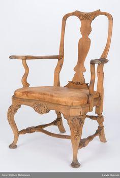 symetrisk rocaille på toppst. og sarg, skjell på knær Outdoor Furniture, Outdoor Decor, Chairs, Museum, Table, Home Decor, Rock Shower, Casket, Homemade Home Decor