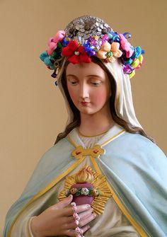 """""""Jesus é o caminho que podemos seguir, aberto para todos. É o caminho da paz. A Virgem Mãe nos indica, nos mostra o caminho: sigamo-la! E Vós, Santa Mãe de Deus, acompanha-nos com a vossa proteção"""". (Papa Bento XVI)"""