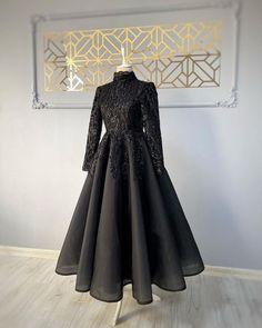 Muslim Prom Dress, Muslim Evening Dresses, Bridesmaid Dress Colors, Prom Dresses Blue, Stylish Dresses, Elegant Dresses, Hijab Dress Party, Fancy Dress Design, Hijab Fashion Inspiration
