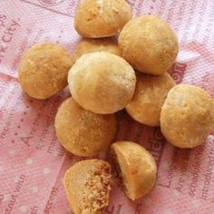 Easy Roasted Soy Flour Snowball Cookies Recipe by cookpad. Easy Sweets, Homemade Sweets, Vegan Sweets, Sweets Recipes, Cookie Recipes, Snack Recipes, Snacks, Soy Flour Recipes, Gourmet