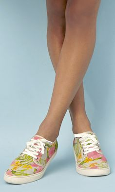 Casual and cool Hawaiian-printed lace-up sneakers