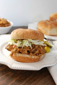 Slow Cooker BBQ Pulled Chicken Recipe and 5 Tips for Easy Meal Preparation; easy meal preparation so dinner is on the table faster! Pulled Chicken Recipes, Pulled Chicken Sandwiches, Chicken Sandwich Recipes, Chicken Soup Recipes, Bbq Chicken, Chicken Cooker, Turkey Sandwiches, Creamy Chicken, Baked Chicken