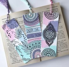 Mandala Art Therapy, Mandala Art Lesson, Watercolor Mandala, Watercolor Bookmarks, Creative Bookmarks, Diy Bookmarks, Cute Doodle Art, Doodle Art Designs, Zentangle