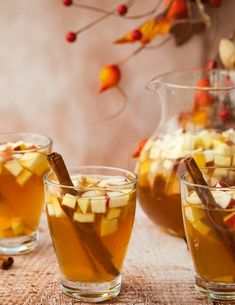 These Easy Fall Sangria Recipes are great for autumn or holiday gatherings. All recipes mentioned below are easy to make for any group size. Best Sangria Recipe, Red Sangria Recipes, Red Wine Sangria, Fall Sangria, Berry Sangria, Peach Sangria, Fall Cocktails, Cocktail Recipes, Apple Sangria