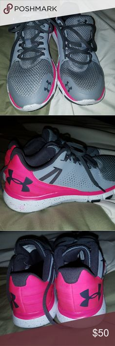 Under Armour women sneakers Women size 8.5 excellent condition Under Armour Shoes Sneakers